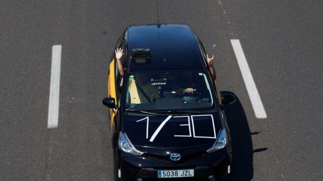 Un Taxi de Barcelona con la reclamación de la cuota del 30 a 1.