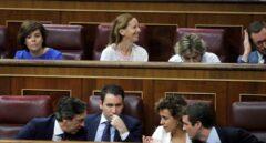 Montserrat ocupa ya el lugar de portavoz en el Congreso; Santamaría, en un discreto escaño
