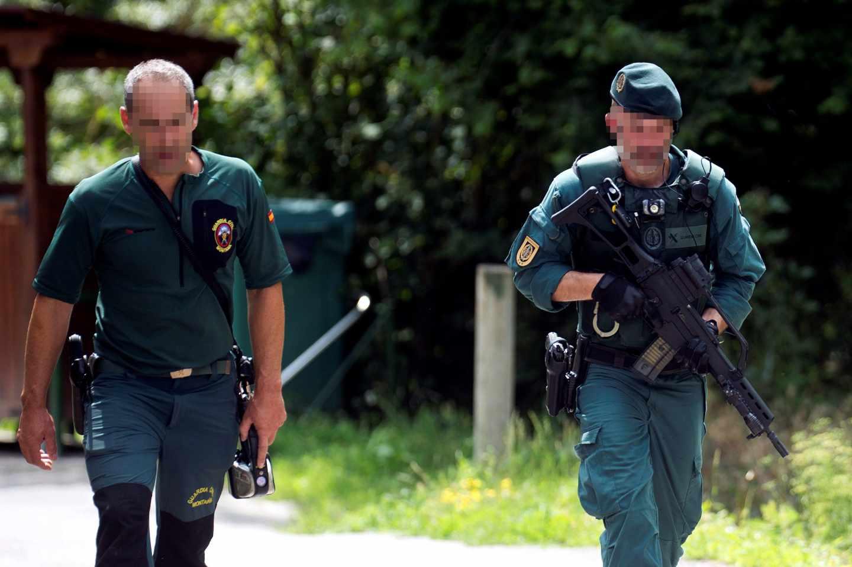 Agentes en operativo de búsqueda del hombre atrincherado en Turieno