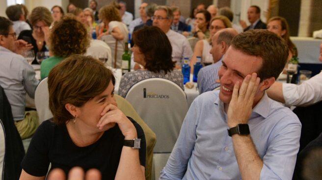 Santamaría y Casado, en la cena del PP en Madrid.