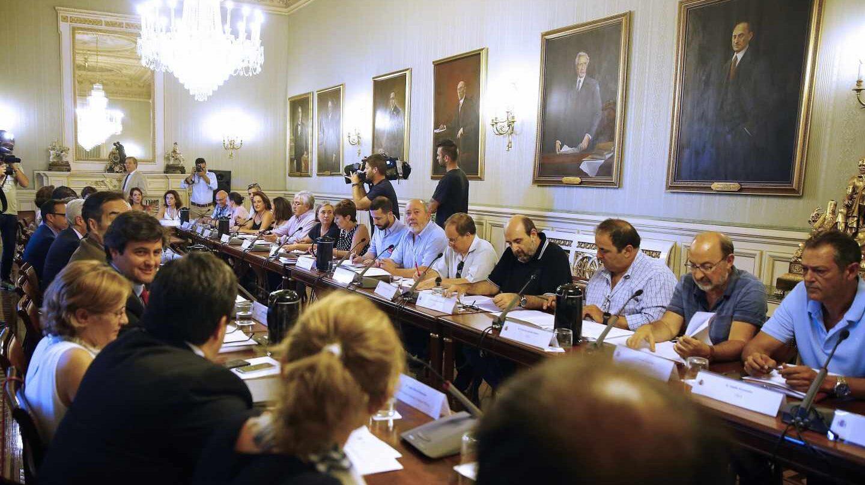 El Ministerio de Política Territorial y Función Pública, durante la reunión mantenida hoy con los sindicatos representativos en la mesa de la Administración General del Estado (AGE), en la que previsiblemente pactarán la oferta pública de empleo para 2018 que será aprobada el viernes 27 de julio en el Consejo de Ministros.