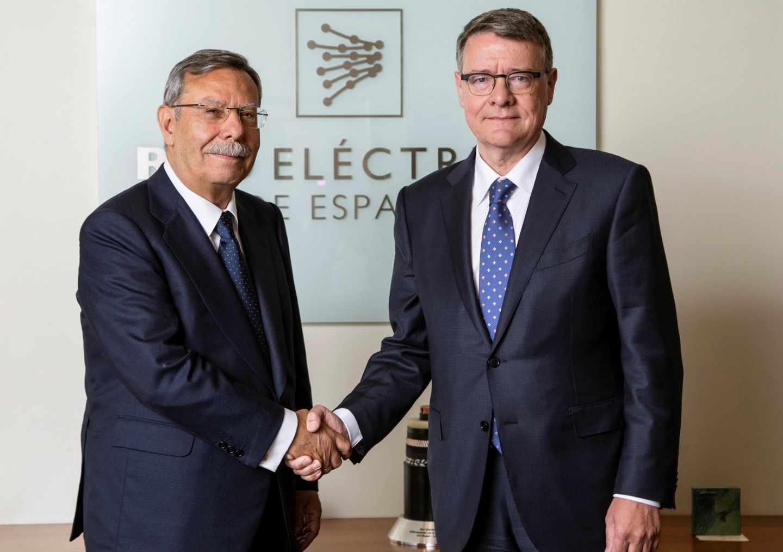 José Folgado y Jordi Sevilla, tras la aprobación del relevo en la presidencia de Red Eléctrica.