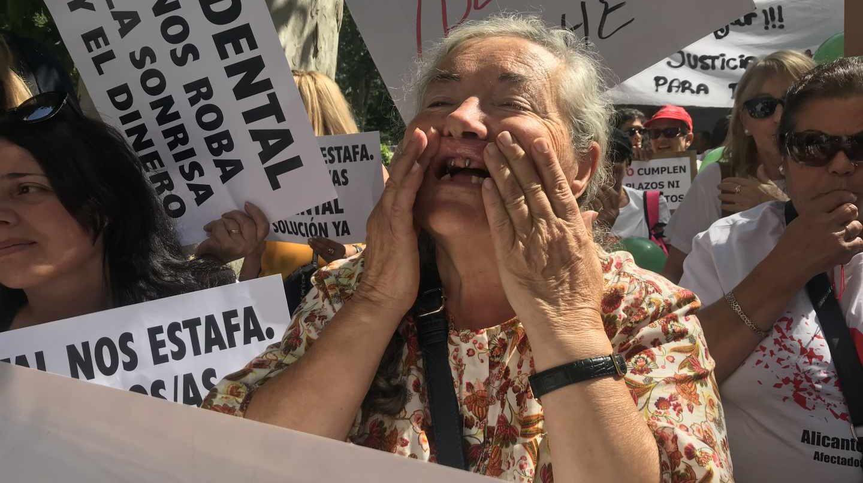Jovita Báñez, afectada de iDental Gijón.