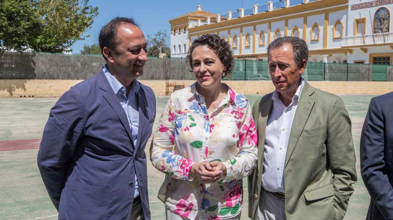 Ministra de Trabajo y Seguridad Social , Magdalena Valerio, visita el centro de acogida temporal de Chiclana de la Fontera (Cádiz).