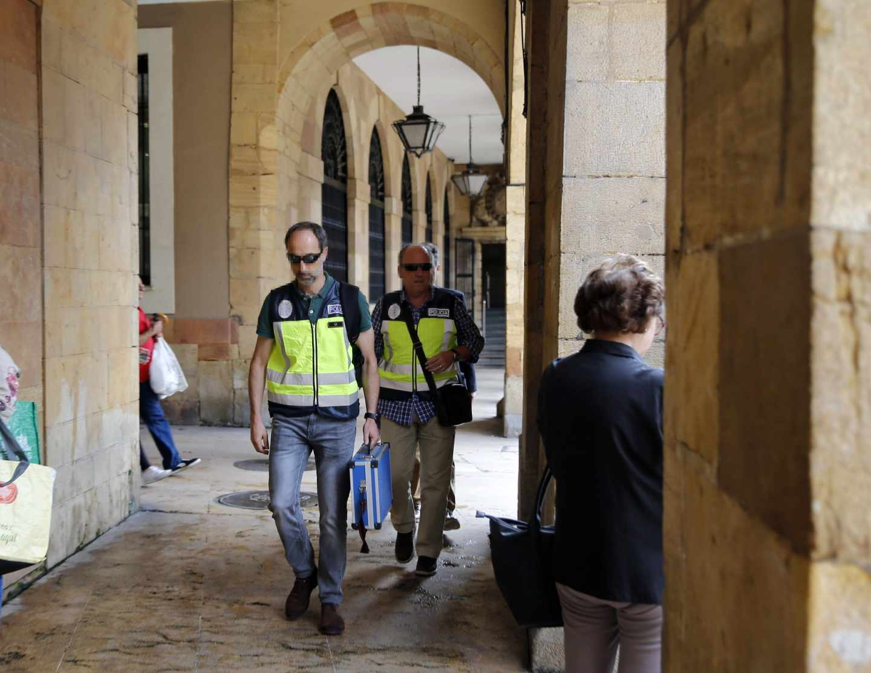 Operación Enredadera: agentes de Policía, en Oviedo.