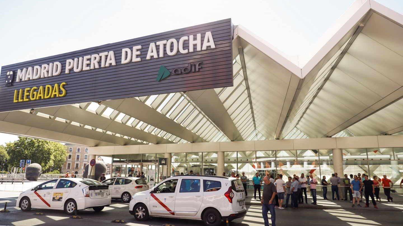 Huelga de taxis en la estación de Atocha.