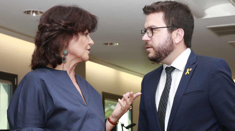 La vicepresidenta del Gobierno, Carmen Calvo, con el vicepresident de la Generalitat, Pere Aragonés, en su reunión en Moncloa.