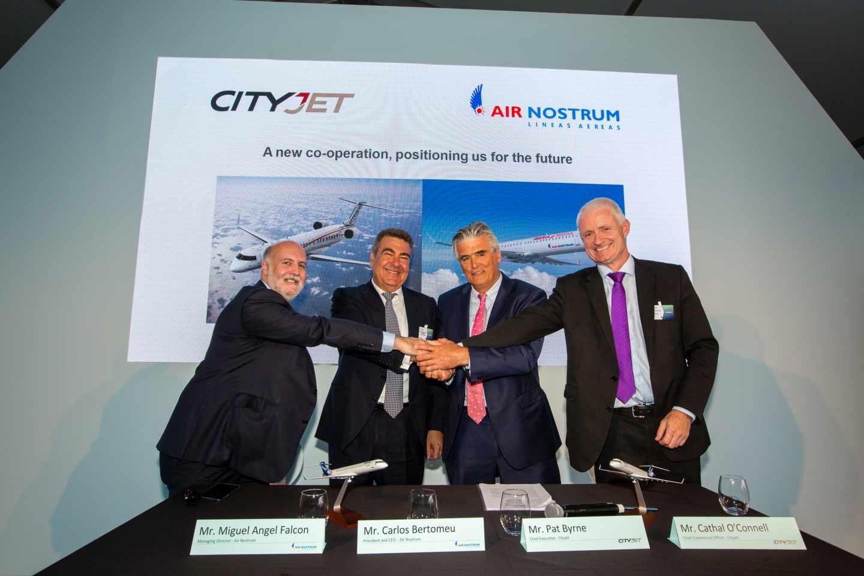 Miguel Ángel Falcón, director general de Air Nostrum; Carlos Bertomeu, presidente ejecutivo de Air Nostrum; Pat Byrne, consejero delegado de CityJet; y Cathal O´Connell, director comercial de CityJet.