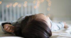 Los bebés que comen sólidos antes duermen mejor, según un estudio.