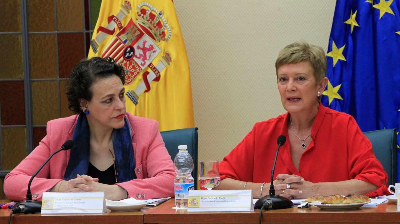 La ministra de Trabajo, Migraciones y Seguridad Social, Magdalena Valerio, y la secretaria de Estado de Migraciones, Consuelo Rumí.