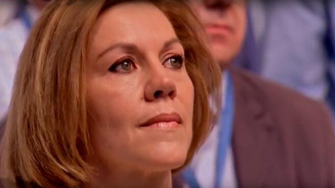 Cospedal llora durante el himno de España