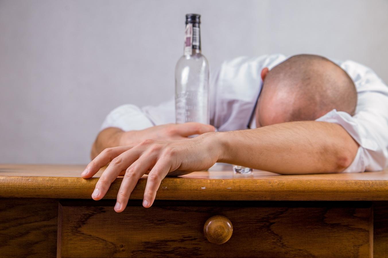Cómo actuar ante una persona embriagada