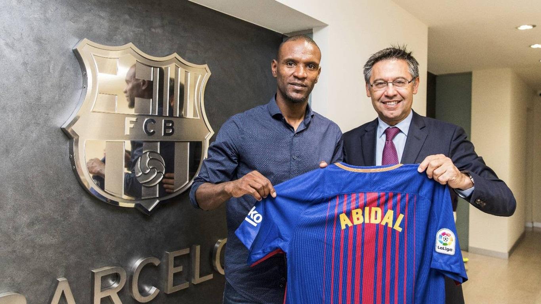 Eric Abidal (izquierda), el exjugador del F.C. Barcelona cuyo trasplante de hígado está siendo investigado.