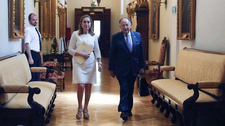 El director del Centro Nacional de Inteligencia, Félix Sanz Roldán, a su llegada al Congreso junto a Ana Pastor.