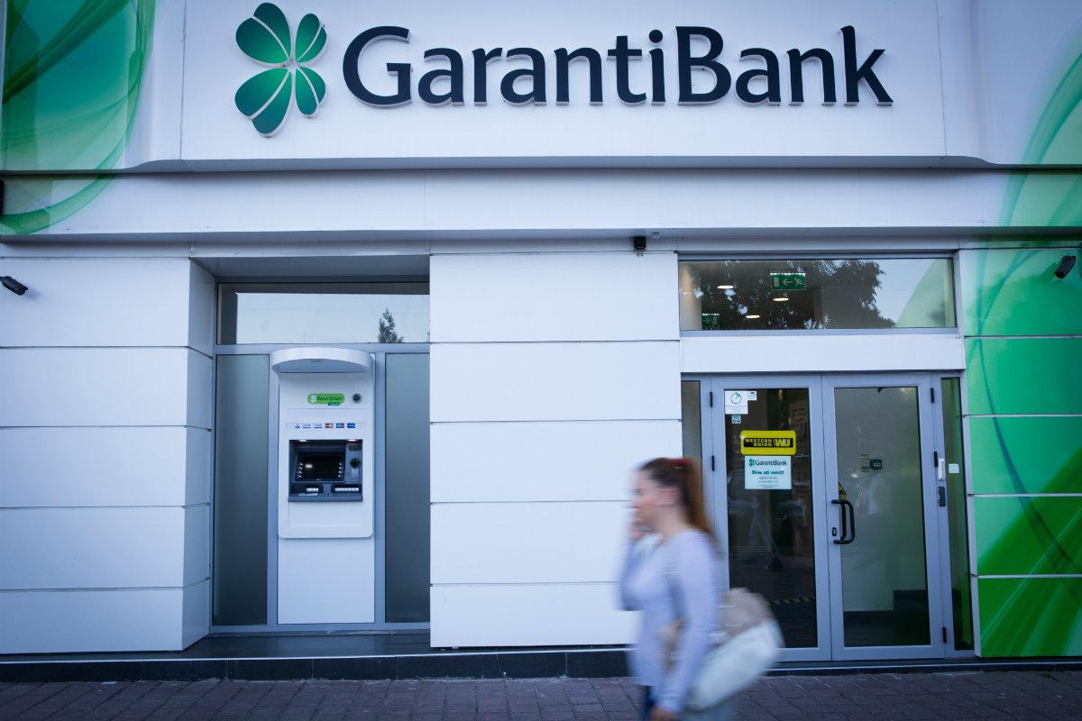 El colapso de la lira turca fulmina 2.500 millones de la inversión de BBVA en Garanti.