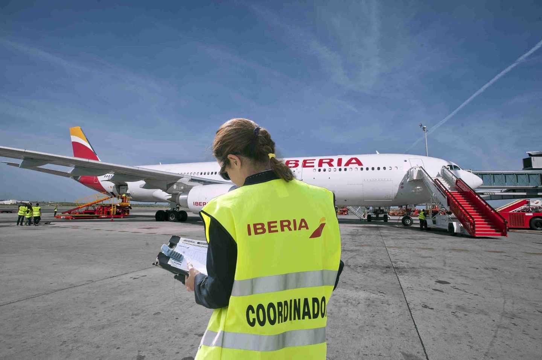 La plantilla de Iberia en Barcelona convoca cuatro días de huelga este verano.