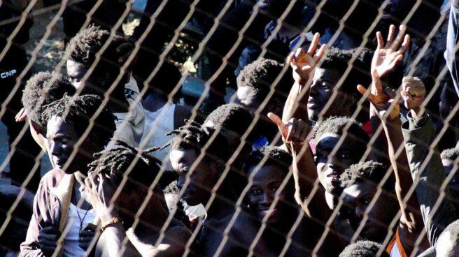 Inmigrantes que han protagonizado uno de los saltos a la valla de Ceuta.