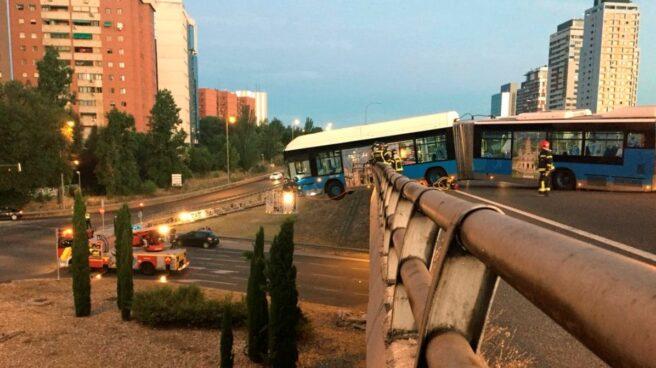 Autobús lanzadera del Mad Cool accidentado.