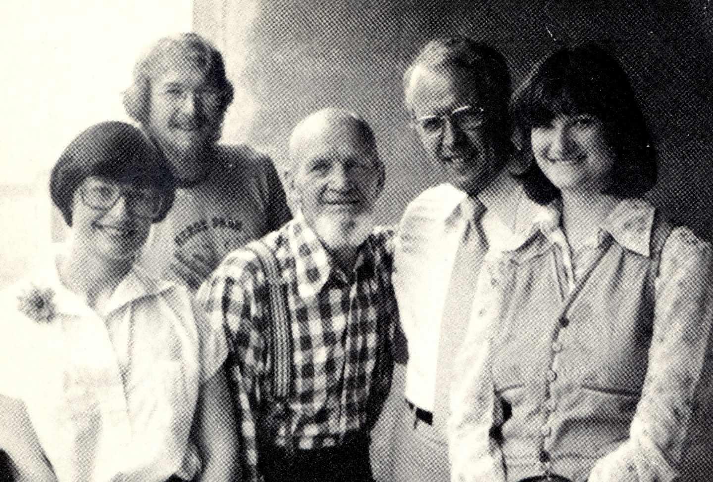 Higgins y Manuel Álvarez con familiares en Canadá.