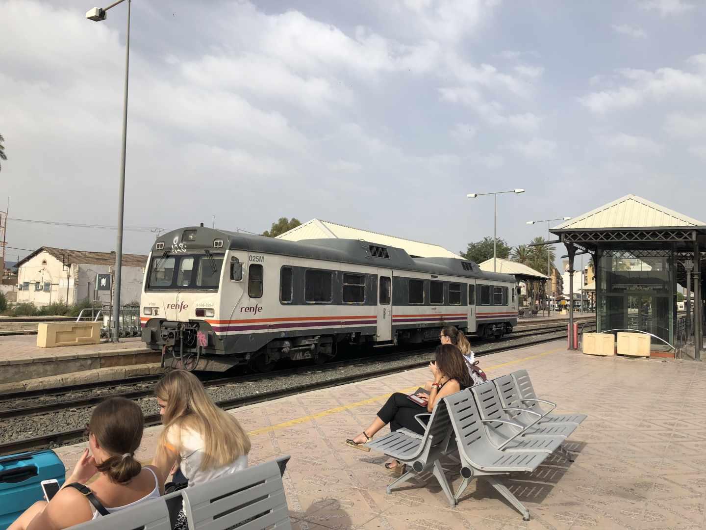 Tren de Cercanías en la Estación de Murcia del Carmen.