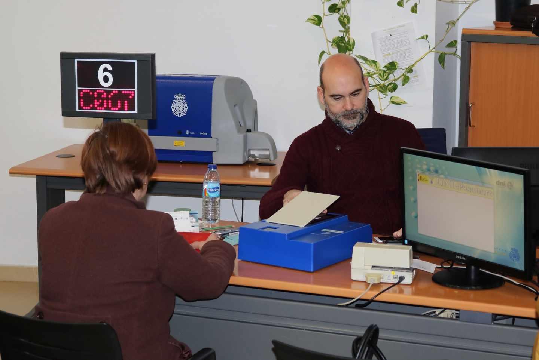 Renovar el DNI en España, misión (casi) imposible durante las vacaciones