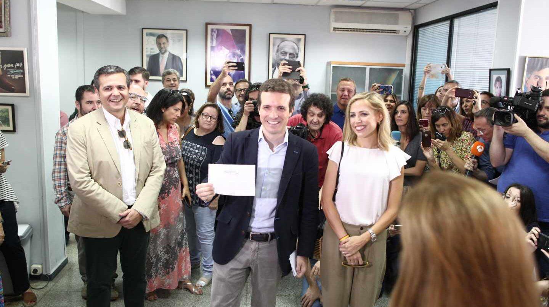 Pablo Casado vota en las primarias del PP en Madrid.