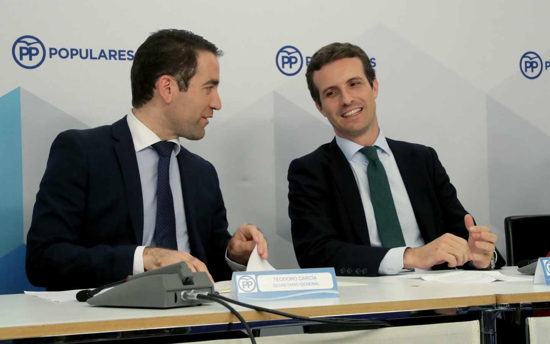 El presidente del PP, Pablo Casado, junto a su secretario general, Teodoro García Egea.