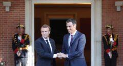 El presidente del Gobierno, Pedro Sánchez, recibe en la Moncloa al presidente de Francia, Emmanuel Macron.