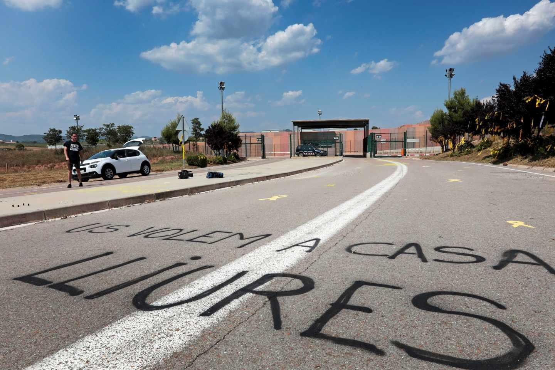 Pintadas a favor de los presos independentistas en la cárcel catalana de Lledoners.