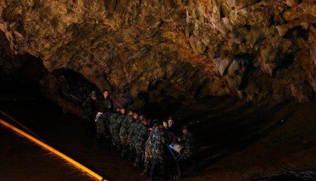 Imagen del rescate de los niños de la cueva de Tailandia.