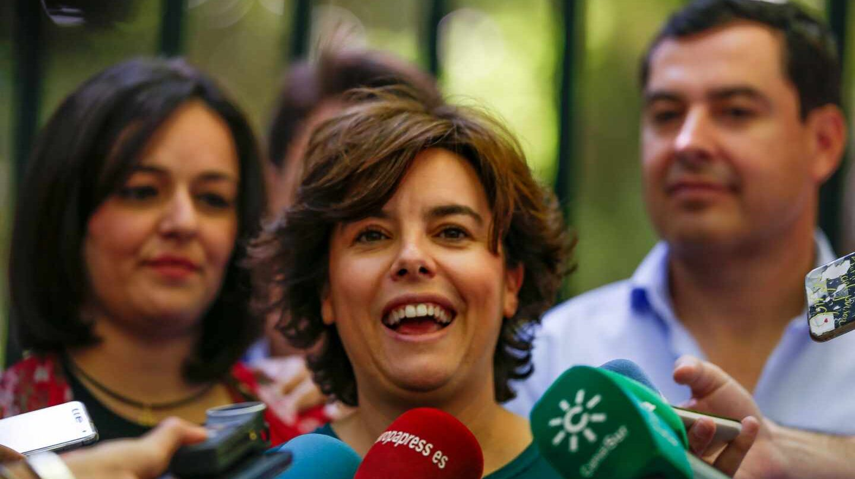 Sáenz de Santamaría, en un acto de campaña en presencia de los líderes del PP de Sevilla (Virginia Pérez) y de Andalucía (Moreno Bonilla).