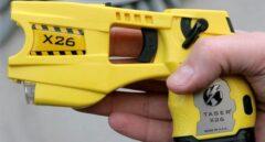 La pistola eléctrica Taser que usan los Mossos