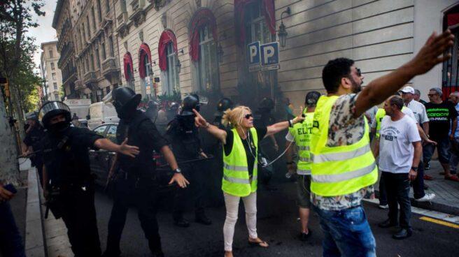 Altercados durante la huelga de taxis en Barcelona.
