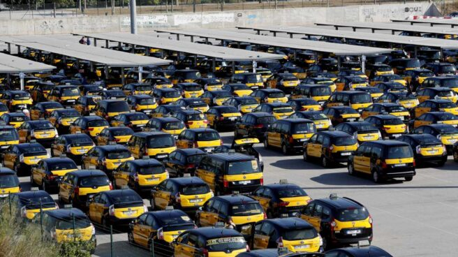 Taxis parados por la huelga.