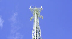Una torre de antena de Telxius, filial de Telefónica.