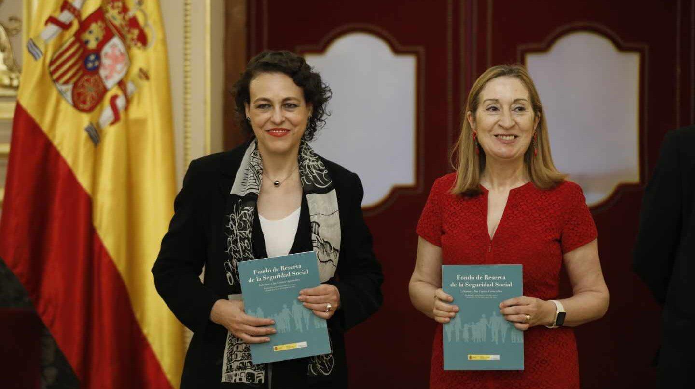 La ministra de Trabajo, Magdalena Valerio, y la presidenta del Congreso, Ana Pastor, presentan el informe anual del Fondo de Reserva de la Seguridad Social.