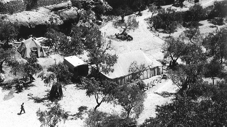 Hospital en la retaguardia en la entrada de la cueva en La Bisbal de Falset.