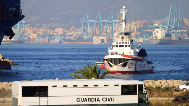 El buque Open Arms, a su llegada al puerto de San Roque (Cádiz).