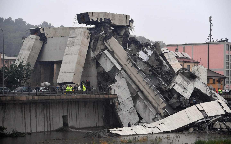 Fragmentos del desprendimiento del puente Morandi