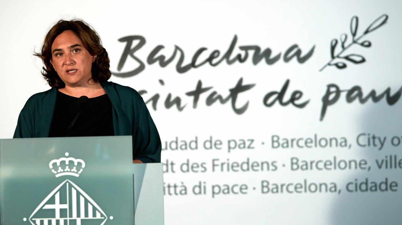 Ada Colau en la víspera del primer aniversario de los atentados del 17A.