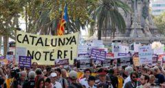 Tensión en la plaza de Cataluña durante los homenajes a las víctimas