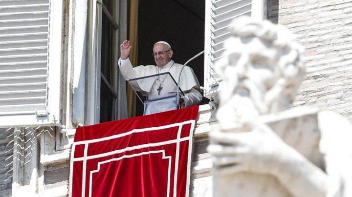 Benedicto XVI, en el Angelus en la Plaza de San Pedro.