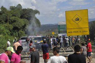 Expulsan inmigrantes venezolanos de sus carpas y queman sus objetos en Brasil