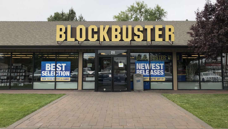 Fachada del último Blockbuster de Estados Unidos ubicado en Bend, Oregón.