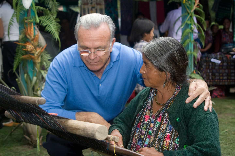 El presidente de la Fundación la Caixa, durante la visita a un proyecto en Guatemala.