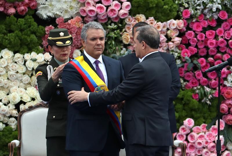 Iván Duque con la banda presidencial
