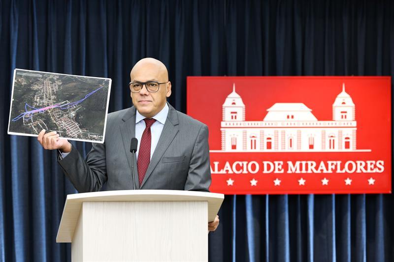 El ministro venezolano de Información, Jorge Rodríguez, informa sobre la confesión de Requesens.