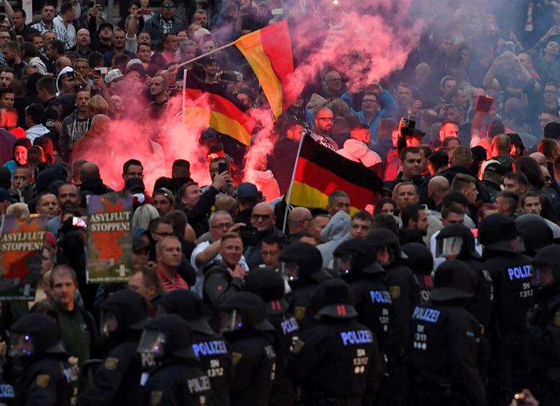 Manifestantes ultraderechistas en Chemnitz, Alemania.