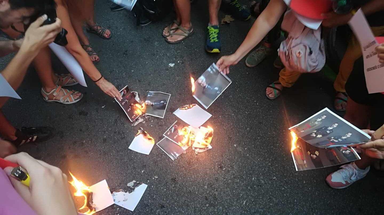 Miembros del CDR queman fotos del Rey Felipe VI y del juez Pablo Llarena