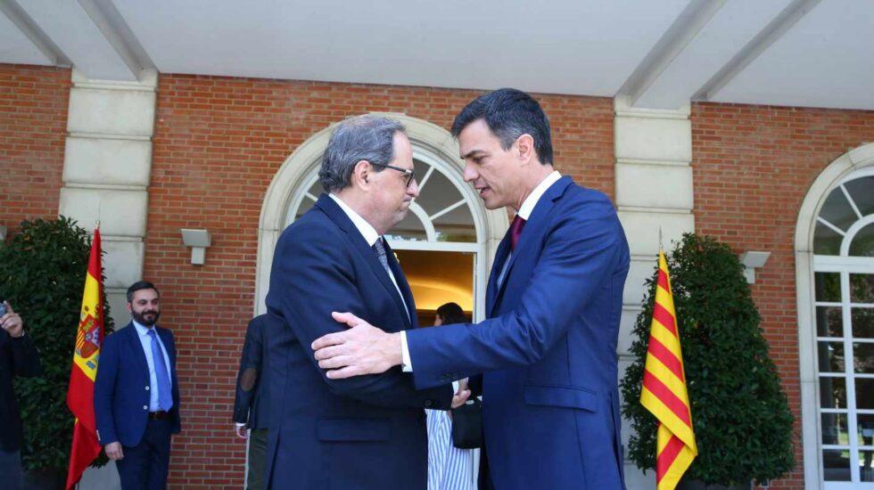El presidente de la Generalitat, Quim Torra, junto al presidente del Gobierno hoy en funciones, Pedro Sánchez, en La Moncloa.